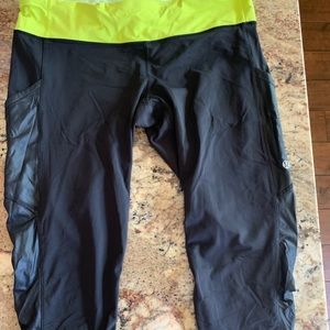Lululemon size 12 crop run pants